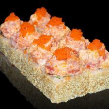 Ролл с тунцом, лососем и манго